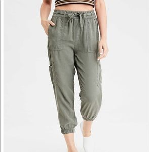 american eagle high waisted cargo joggers